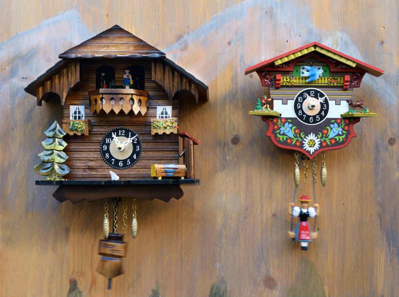 reloj de cuco casa suizo